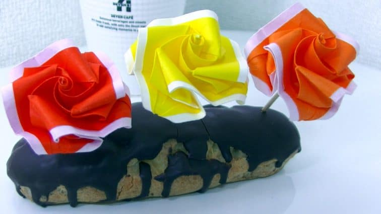 Origami roses in a cake